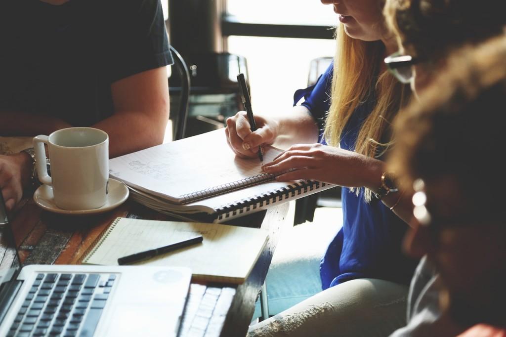 Der erste Mitarbeiter-6-wichtige-Fragen-zum-Arbeitsrecht