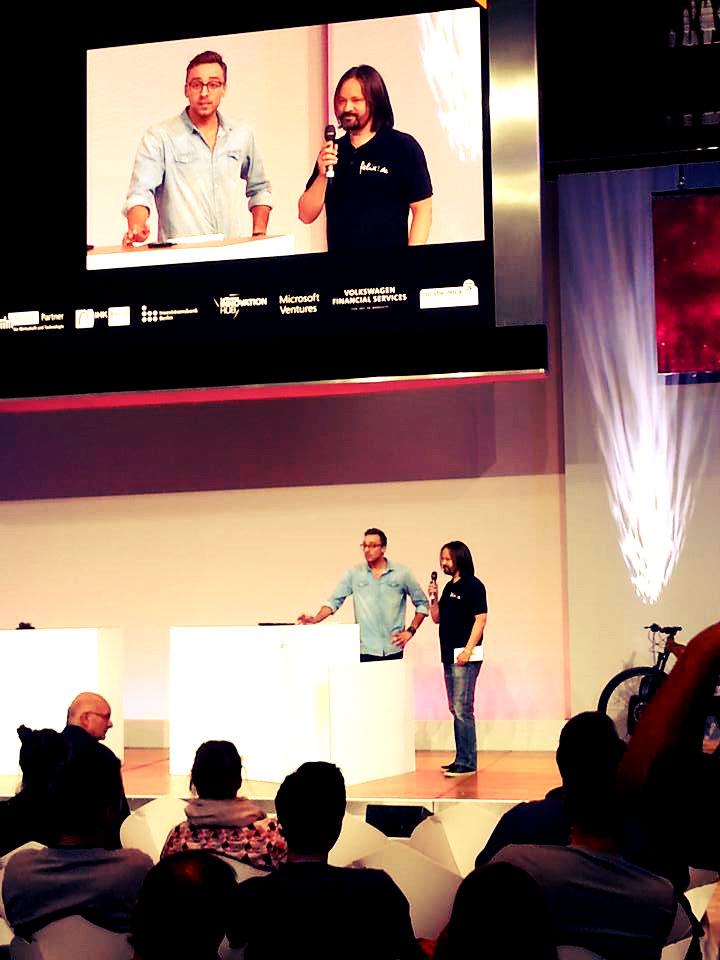 Andreas-Reichert-übergibt-PReis-Customer-Choice-Award