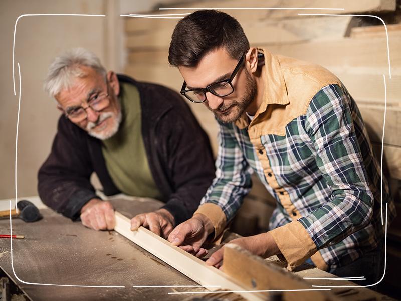 Vater und Sohn im Familienunternehmen